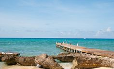 A beautiful pier of Grand Cayman Island. (From: Photos: 10 Most-Visited Caribbean Islands)