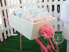 The white room photography 1st Birthday Girls, 1st Birthday Parties, Girl Parties, Birthday Ideas, Candy Cart, Candy Theme, Candy Bouquet, Diy Party, Party Ideas