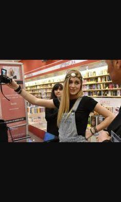Sofia viscardi firmacopie #succede