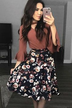 Modest autumn-winter church outfit floral midi skirt with dusty rose blouse . Modest autumn-winter church outfit floral midi skirt with dusty rose blouse . Modest fall-winter church outfit floral midi skirt w Floral Skirt Outfits, Long Skirt Outfits, Dress Outfits, Long Skirts, Outfit With Skirt, Cute Outfits With Skirts, Cute Modest Outfits, Floral Skirts, Curvy Outfits