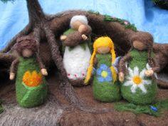 Mutter Erde mit Kindern,Waldorf gefilzt von Puppenprofi auf DaWanda.com