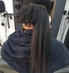 Afro-textured hair is unique like no other. Amazing shrinkage and stretch. Pelo Natural, Long Natural Hair, Natural Hair Growth, 4c Hair Growth, Natural Hair Blowout, Black Hair Growth, Natural Hair Transitioning, Transitioning Hairstyles, Natural Hair Journey