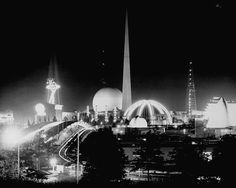 I've never seen a night view of the '39 NY fair before! Much like the Magic Kingdom at night.
