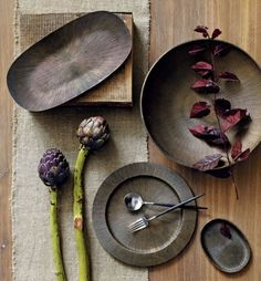 If you are looking for a cheap and creative way to add color and life into your interior, then look no further than ceramic plates. Rather than turning to expensive art pieces and portraits, you ca… Ceramic Clay, Ceramic Plates, Ceramic Pottery, Clay Plates, Wabi Sabi, Serveware, Tableware, Kitchenware, Expensive Art