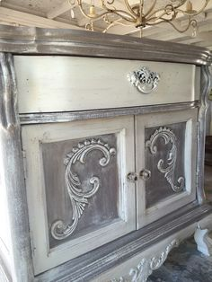 A mix of Coco & Old White Annie Sloan Chalk Paint