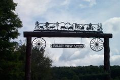 Our metal ranch signs range from two to 40 feet in length and have served as distinctive entry markers for hundreds of independent ranchers since Farm Entrance, Driveway Entrance, Front Gates, Entrance Gates, Farm Name, Farm Signs, Fence Signs, Horse Barn Plans, Country Fences