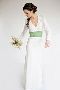 Brautkleid creme/apfelgrün, Jersey, bodenlang, Wickeloptik // wedding gown, wrapped look, creme/applegreen, full-length, floor-length via DaWanda.com