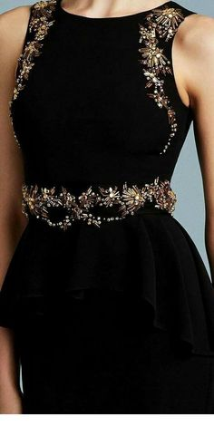 Black dress with accessories Mode Outfits, Dress Outfits, Fashion Dresses, Dress Up, Couture Embroidery, Embroidery Fashion, Flower Embroidery, Evening Dresses, Prom Dresses