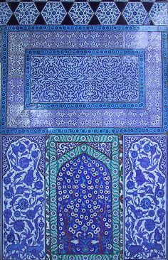 Blue tilework, Topkapı Palace, Istanbul, Turkey from birdfarm Art Et Architecture, Islamic Architecture, Love Blue, Blue And White, Empire Ottoman, Le Grand Bleu, Islamic Art, Islamic Tiles, Mosaic Tiles