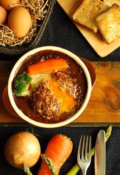 「レシピあり」中からトロトロ〜。冷凍卵inハンバーグのデミカレー煮込み   ザッキー☆のキャラ弁LIFE
