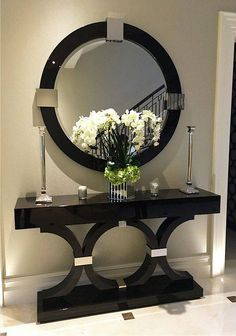6 Luxury Entryway decoration ideas from interior design experts Insplosion. Read more here and turn your new foyer into a luxury entryway! Entrance Decor, Entryway Decor, Entrance Ideas, Hallway Table Decor, House Entrance, Hallway Decorating, Interior Decorating, Decoration Entree, Entry Tables