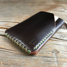 Best 11 Benjamin Bott Double Wren Wallet is designed to carry cards and cash in the 3 pocket setup. This is a pre order listing please select the… – SkillOfKing. Minimal Wallet, Minimalist Leather Wallet, Slim Leather Wallet, Handmade Leather Wallet, Leather Skin, Leather Card Case, Leather Fabric, Leather Clutch, Diy Wallet