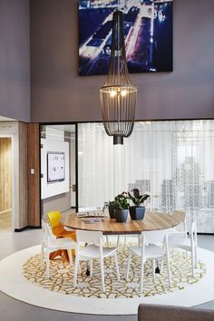 Modern Office Design in Amsterdam Features Laid-Back Work Spaces Home Decor Furniture, Furniture Design, Home Interior Design, Interior Architecture, Real Estate Office, Modern Office Design, Workspace Design, Of Wallpaper, Office Interiors