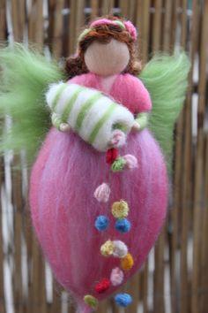 Frühlingsfee mit Füllhörnchen,Blumenfee von Jalda auf www.DaWanda.com/Shop/Jalda-Filz #Frühling #Blumenfee # Waldorfart #Fee