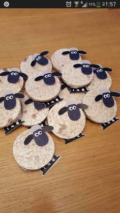 Schaap van rijste wafel Eid Crafts, Easter Crafts, Diy And Crafts, Arts And Crafts, Shaun The Sheep, Sheep And Lamb, Toy Story Birthday, Toy Story Party, Bible Crafts For Kids