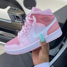 Dr Shoes, All Nike Shoes, Nike Shoes Air Force, Hype Shoes, Running Shoes, Air Force Sneakers, White Nike Shoes, Shoes Jordans, Nike Running