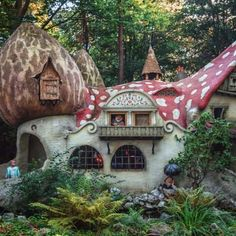 The Gnome Home Kaatsheuvel Netherlands The gnome village with the mushroom houses in the fairytale forest in the theme park Efteling in the Netherlands. The Fairytale Forest opened in 1952 with 10 fairytales in it and it has expanded through the years. Gnome Village, Storybook Cottage, Witch Cottage, Earth Bag Homes, Fairytale House, Eco Buildings, Mushroom House, Gnome House, Unusual Homes