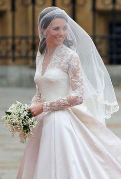 Kate Middleton's Wedding Dress and Veil//