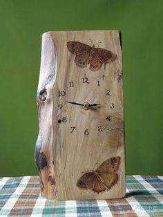 Wooden Clock Hand made. This would be cool to do using an old clock. Just take the numbers, hands, and gears and put the on the wood after burning it Wood Burning Crafts, Wood Burning Patterns, Wood Burning Art, Wood Projects, Woodworking Projects, Diy Clock, Wood Clocks, Wooden Crafts, Pyrography
