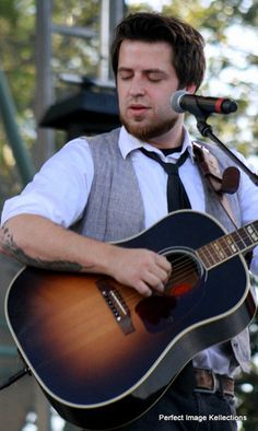 Lee DeWyze 'Frames' His Moments and Shares them at Lauderdale Live 2013 - Ft. Myers music photography | Examiner.com