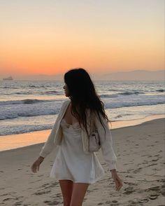 Beach Aesthetic, Summer Aesthetic, Aesthetic Clothes, Aesthetic Outfit, Aesthetic Vintage, Aesthetic Girl, Vintage Summer, Vetements Clothing, Beach Poses