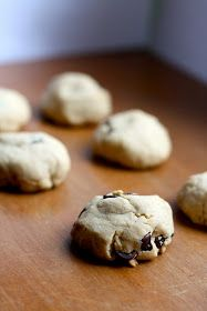 That's So Vegan: Puffy Peanut Butter Chocolate Chip Cookies