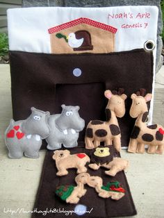 Laura Thoughts: Quiet Book Week - Noah's Ark {Template} Current project of mine. Expanding on it and making a whole book, not just one page of noah's ark quiet book. Baby Crafts, Felt Crafts, Crafts For Kids, Sewing For Kids, Diy For Kids, Felt Books, Quiet Books, Sewing Projects, Craft Projects