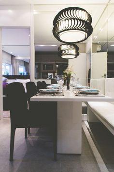 SP New Home - Lustres diferentes para modernizar a sala de jantar