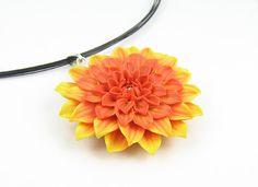 Polymer clay dahlia pendant  orange yellow dahlia  por Segitanna