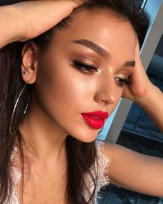 Image in Mein Stil collection by diversity on We Heart It Bronze Makeup Look, Red Lips Makeup Look, Skin Makeup, Makeup To Go With Red Dress, Makeup Trends, Makeup Inspo, Makeup Inspiration, Makeup Goals, Makeup Tips