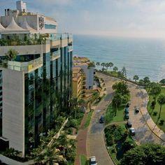 R-Es el hotel parque en Miraflores. Para dormir aquí,es muy caro!