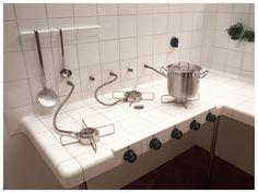 hostel kitchen in CR: boo / Interesante...