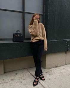 25 Basic Yet Cool Sweatshirts to Shop Now Marie Von Behrens, Look Fashion, Fashion Outfits, Street Fashion, Fashion Trends, Looks Style, My Style, Brooklyn Blonde, Ootd