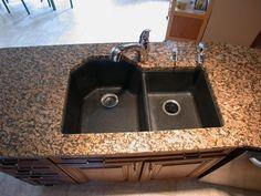 Kitchen countertop in Giallo Fiorito 3 CM with Solgranite composite sink in black