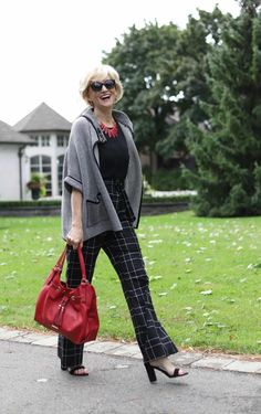 2201b041649a 2 On-Trend Ways to Wear Plaid Pants
