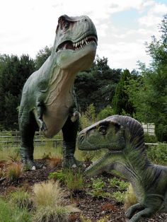 Awesomely realistic dinosaur garden statue Cool Products