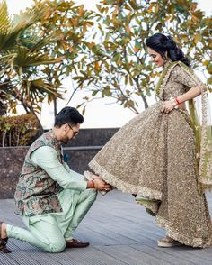 Footwear Options For Your Wedding Day! Bride And Groom Pictures, Bridal Pictures, Bridal Makeup Images, Indian Wedding Makeup, Indian Wedding Photography Poses, Couple Photography, Photography Ideas, Indian Bride And Groom, Cute Couples Photos