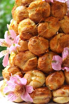 Eat a Croquembouche. French Wedding Cakes, Cake Wedding, Scones, Baked Doughnuts, Food Wishes, Profiteroles, Great Desserts, Eat Dessert First, Savoury Dishes