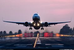 Boeing 737-8AS aircraft picture