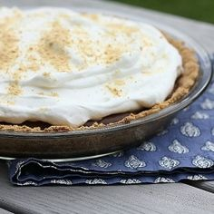 Mexican Chocolate Cream Pie... I want to try making this for Cinco de Mayo!