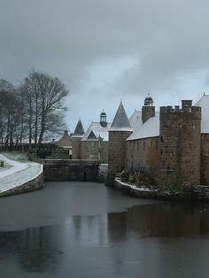 Château de Flamanville soua la neige. Normandie