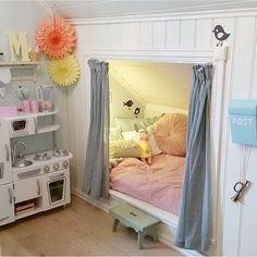 OMG hendan hevði verið fitt til Markus sjálvandi í dreingjalitum :) Room Ideas Bedroom, Girls Bedroom, Bedroom Decor, Dream Rooms, Dream Bedroom, Bed Nook, Loft Room, Attic Rooms, Kids Room Design