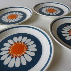 figgjo flint daisy plates 1970s Decor, Vintage Decor, Pottery Plates, Pottery Art, Norway Food, Kitchenware, Tableware, Daisy Pattern, Japanese Pottery