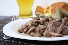 Gli straccetti di vitello alla birra sono un secondo piatto sfizioso e molto rapido da preparare.
