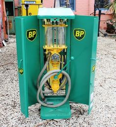 A Rare Satam Cabinet Wall Mount Petrol Pump In BP Livery. Old Gas Pumps, Vintage Gas Pumps, Lotus 7, Pompe A Essence, Old Garage, Old Gas Stations, Filling Station, Vintage Signs, Oil Companies