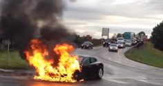 """美전기차 테슬라 안전성 논란 """"사고 순간 배터리에 불이…"""" - 동아오토"""