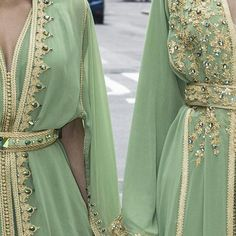 mode dina w lina mode cafan Morrocan Dress, Moroccan Caftan, Modest Fashion, Fashion Dresses, Arabic Dress, Arab Fashion, Caftan Dress, Oriental Fashion, Mode Style