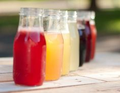 DIY Fruit Simple Syrups: Use syrups with club soda, lemonade, iced tea, hot tea, or water. Great for gifts. Sun Tea Recipes, Cocktail Recipes, Food Storage, Soda Syrup, Homemade Syrup, Liqueur, Bar Drinks, Beverages, Drink Bar