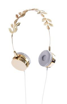 Can we please agree in the fact these are the most gorgeous earphones ever! Not even dolce ones delight me this nicely! Kawaii Accessories, Phone Accessories, Jewelry Accessories, Fashion Accessories, Crown Headphones, Cute Headphones, Girly Things, Cool Things To Buy, Stuff To Buy