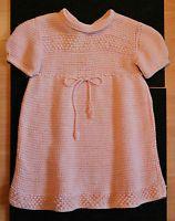 Schöne alte Puppenkleidung | rosa Strickkleid mit Muster | alte Puppe Kleidung